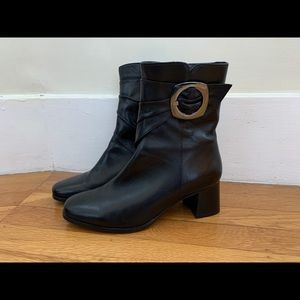Black size 38 almost new boots